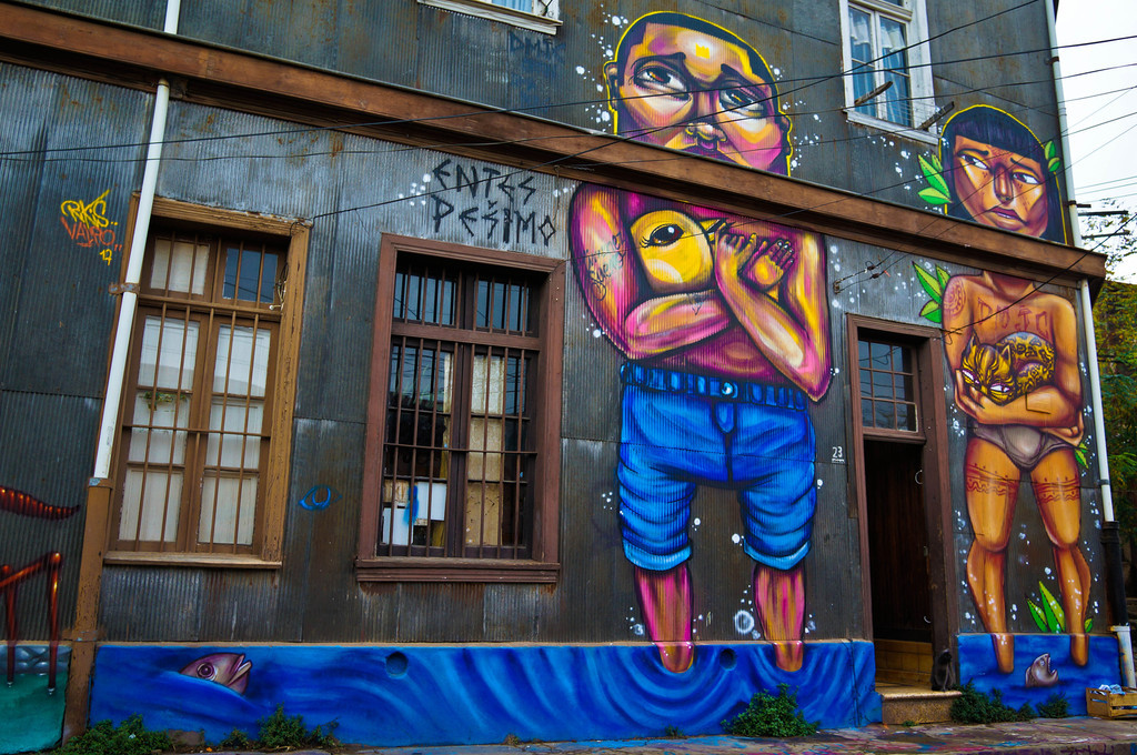 Street art in Valparaiso, Chile: Entes + Pesimo