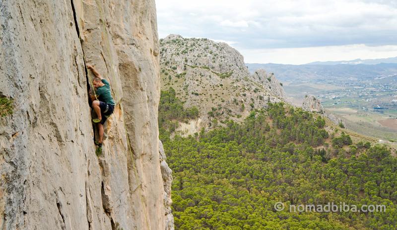 Peter Parkorr escalando en El Chorro, España